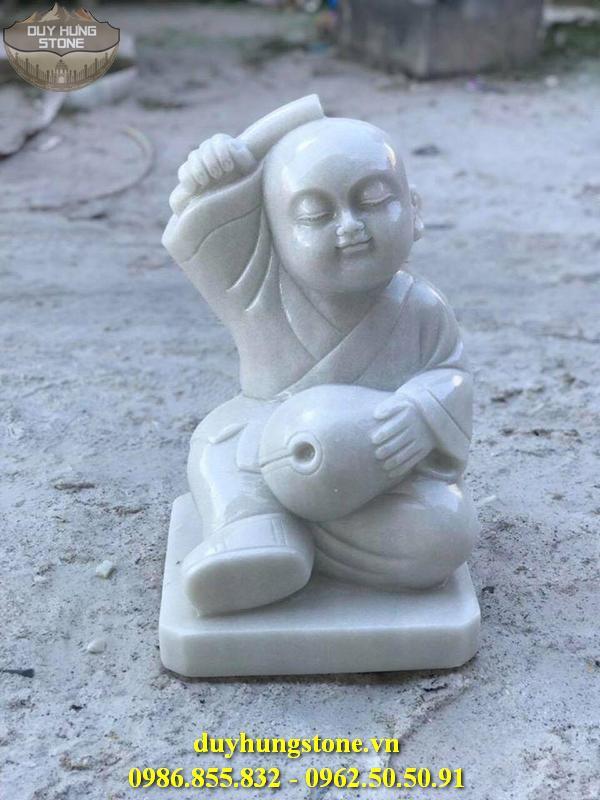 Tượng chú tiểu bằng đá 1